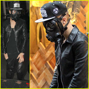 justin-bieber-wears-gas-mask-while-shopping